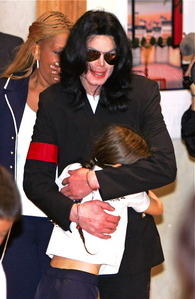 MJ with his BIGGEST fan, Paris!!! AWWWWW!!!!