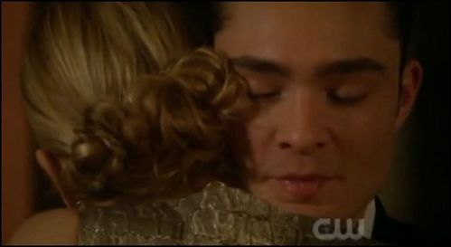 i upendo his vunerable side that comes out to blair when his dad died and to lily when she was dignosed with cancer. he was like a little boy so scared he was going to lose her because bart died elizabeth betrayed him and if he Lost lily that would just be trajic upendo chuck