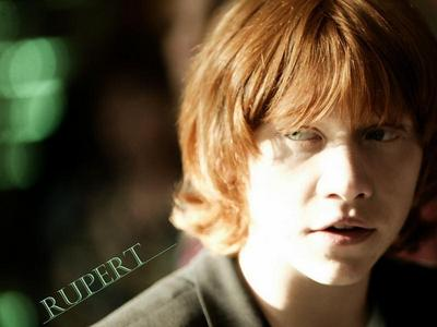 1) Rupert Grint または Jason Mraz. 2) If it were Jason, I'd beg for him to become my older brother and get him to sign EVERYTHING of mine. :D <3 If it were Rupert, I'd give him my ハート, 心 枕 and ask him to make a video with me for proof >W< <33