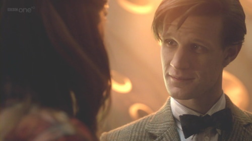 1) Matt Smith! :D 2) i would just go into crazy ファン girl mode and ask him to sign everything i fucking own and then take like a million pictures and than just like faint......and scream and jump up and down and run up and down the street.....OMG i would just...just...... faint some more! :3 C: