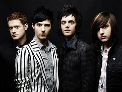 My paborito band is Hot Chelle Rae. They are amazing. Every song sa pamamagitan ng them is my favorite!