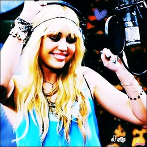 I`m 100% ファン of Miley!:) She is a great singer! I 愛 her and her 音楽 too<3