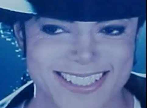 I would 愛 to go to a movie with Mike. A funny movie または a cartoon...something that will make him laugh. MJ has the sweetest and the SEXIEST laugh I have ever heard. I would also like to share ポップコーン and キャンディー with him. Then I would like for Mike to take me dancing. I would 愛 to rub and dance up on him ALL night!!! From there...it would be TOTALLY up to Mike. I'm ready to do WHATEVER he wants, WHEREVER he wants to do it. I'll do ANYTHING for Mike.