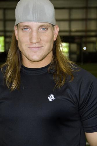 Well sports wise, I know alot of the Green baya Packers. This would be A.J. Hawk. He's HUGE, but a really sweet down to earth guy...his house is in my neighborhood. My Uncle is the bassist for Blackfoot, Greg T. Walker. But I've never met him so he doesn't count, lol ^_^