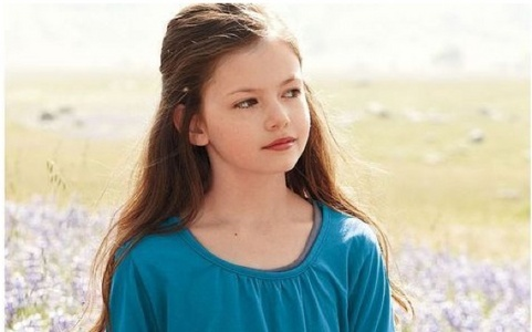 Mackenzie Foy will play her it has been conirmed but I am not sure who will play baby nessie. xxxx hope this helped