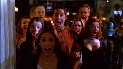 Buffy the Vampire Slayer AND Gilmore Girls! <3 But also anderthalbliterflasche, magnum P.I., Heroes, How I Met Your Mother, and Psych <3 (Pic is from Buffy. I Liebe that ep)