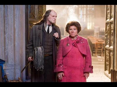 Sorryy!! But nothing Mehr beautiful than Umbridge in distress with Filch Von her side <3 LOL
