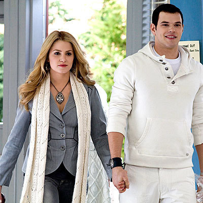 i will like to be Rosalie cause she is beutiful and i will have Emmett and i will have the coolest family