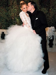 what are your favorit wedding dress? tampil a foto
