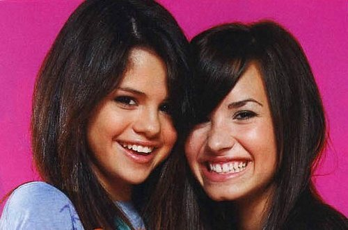 wat was the reason that selena and demi first fought???? and are they both still friends???? answer both domande if u can!!!
