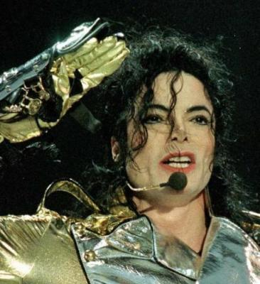 if u were micheal jackson. for クリスマス would u help kids and people get wat they need and for kids toys clothes and 食 maby even a liver?