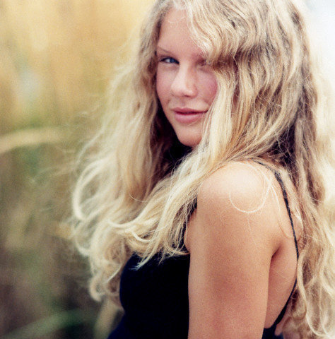 Taylor Swift Without Makeup Or Her When She Was Younger