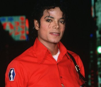 1.MICHAEL JACKSON!!!!!!!!!! <3 <3 <3 the best of the bests!!!i love him!!!! 2.Beyonce :] 3.Christina Aguilera 4.Rihanna 5.EVanenscence (even though they have disappeared for 5 years..but they will come back in the اگلے month:D)