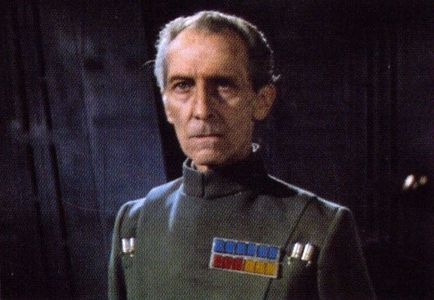 "The Grand Moff Tarkin (played por Peter Cushing) represent the dark and encompassing powers of the Galactic Empire. Far más sinister than any Sith Lord, Tarkin is actually HOLDING VADER's LEASH in Episode IV (A New Hope)And in the Book ""Star Wars"" : From the adventures of Luke Skywalker written por Gorge Lucas, he can even brush-off Vader in midsentence with out consequences...He is one of my fave non-Jedi Character."