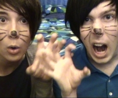 Dan или Phil :)