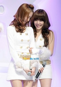 Yoona: Face of SNSD & tiffany: World killer eye smile