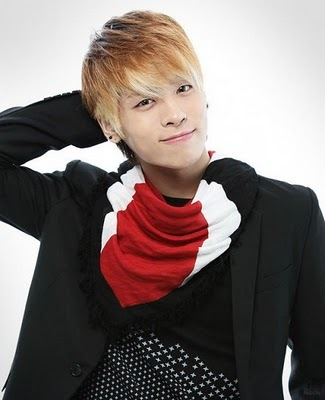 fun , outgoing , cute , tall , well not too fat または too skiny , must be from korea , caring , tells the truth , i like browen または blond hair