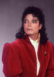 singing(mostly mj music),dancing,drawing ,talk to my boyfriend on fb (lol) and look at this beautiful face *______* :D<3 I JUST amor MICHAEL!!!!!!!!!!!!!!