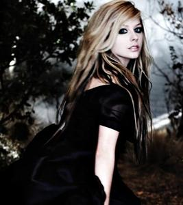 She's obviously pretty She's beautiful you'd be an idiot if u called her ugly she's defiantly pretty nd she's way past pretty <3 Avril 4eva