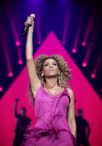 "THE BEST FEMALE SINGER EVER :D!!!!!!!! Beyoncé KNOWLES MOST CALLED AS Beyoncé ou ""B"" :D <3333333"