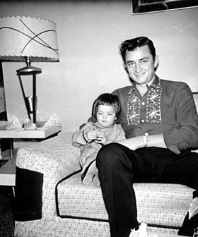 Good old Johnny Cash, don't care how many people say his music's old 또는 lame I'm not gonna change my opinion.