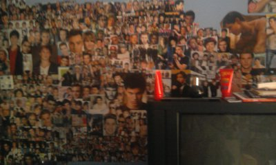 I collect Posters and pictures for my 벽 in my room!:)