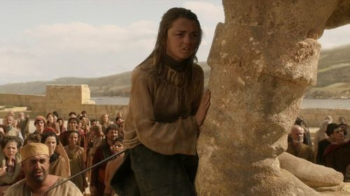 Arya was at Baelor's statue, so he đã đưa ý kiến the name to Yoren that he would find her.