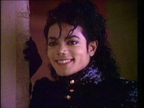 do u think michael jackson can hear us when ever we sing to him または even talk to him