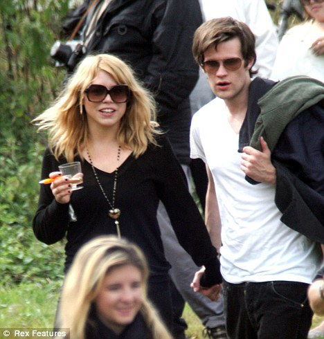 dose this pic look like matt and billie are together better quistion did they ever rendez-vous amoureux, date ou is it in the montrer they where in