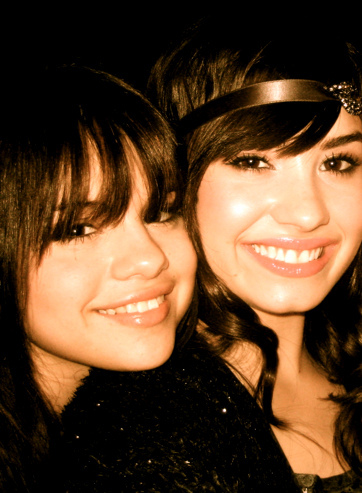 post a pic of demi and selena together