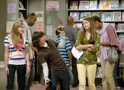 ♥♫ Post the funniest scene in Hannah Montana you've got!!!♥♫(it can be more funny than this picture I've given here)