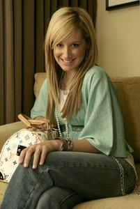 Post best Ashley tisdale photoshoot contest !