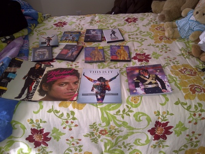 Here's an pic of my mj collection its some of my things that I have