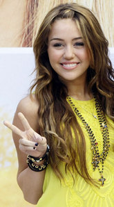 post a pick of miley cyrus wearing bracelets and rings(more than two rings)