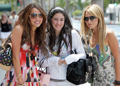 Post a pic of Miley with any other celebrity!