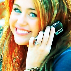 Post a pic of Miley holding Mobile o Mike