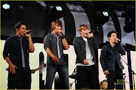 Why don't big time rush have a konsert in melbourne atau australia? I am like their #1 peminat and they have not even had a konsert yet only in new york.