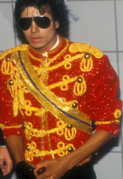 Do you pag-ibig when MJ wears RED jackets??? Liberiangirl_mj has a NEW Michael Jackson Style Contest (Second Edition) going. She is giving a pagpaparangal to the winner!!! If you are a club member of Michael Jackson Style please go participate. GOOD LUCK!!!!