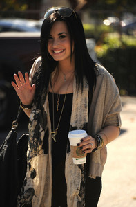 post a pic of demi in a straight hair