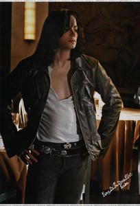 I luv it when he wears shirts that show his chest so sexy..Anyway,give me a pic that has MJ waering an open shirt that shows his sexy chest and I'll give u prop :D