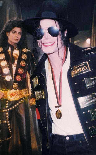 Does anyone know what this medal MJ is wearing was for?? Did he get awarded this medal for something?? Do you know where he is on this occasion????