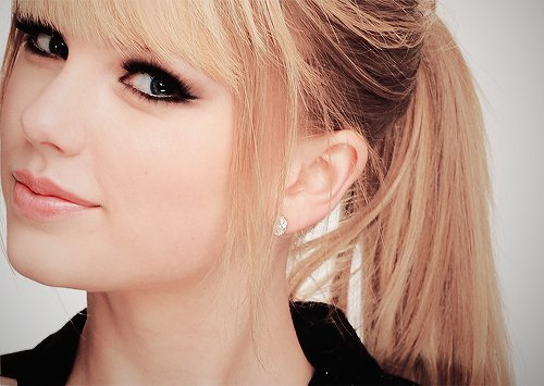 with hair swift Taylor straight