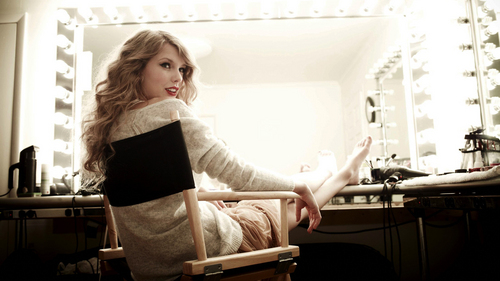Please Post A Pic Of Taylor Being Barefoot 13 Props Taylor Rapido Swift Respostas Fanpop