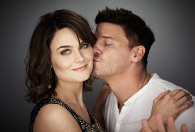 If David Boreanaz came to me and huged me first i would blust,then hug him beck(really tightly becuse that would be first and last time in my life that i do that) and after that i would start laughing...And then i would tell him that i really like him and thet he is great peson but he should go and hug and halik Emily Deschanel usnted of me...I'm really nice person...*blusshing* He would halik her like this,with all love,only on the lips...♥♥♥*ha ha ha*