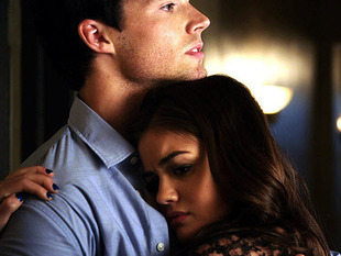 Aria and Ezra from Pretty little liars <33