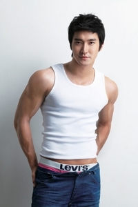 Choi Siwon. Yum. [and also, Johnny Depp. But I don't have good pictures of him on the computer~ :O]