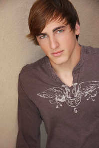 Yeep i want to be your fan! do あなた like Kendall schmidt??