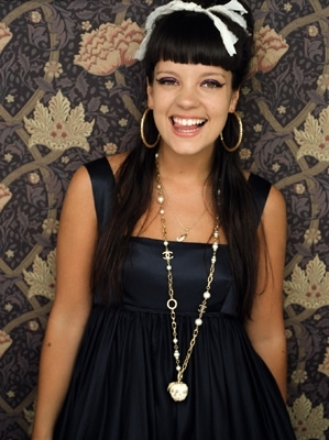 well this is a picture of one of my most পছন্দ people in the world!!!!!! SHE'S BRILLIANT!!! lily allen