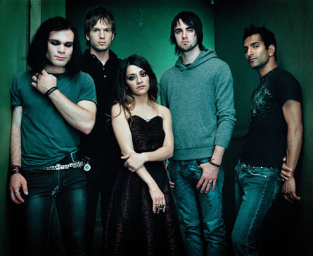 My favorito! bands change all the time but right now it's Flyleaf. But I also amor Greenday,Linkin Park, My Chemical Romance,and Daughtry.