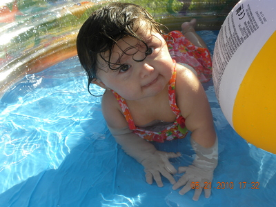 This is my daughter Gennaviev Bella Reyes... What do آپ think? Her skin color is light and she has brown curly hair and hazel eyes like Renesmee. She was 9 months in that pic... She has a Twin Brother named Geovannie. They will be a سال اگلے month. Were Excited about it.